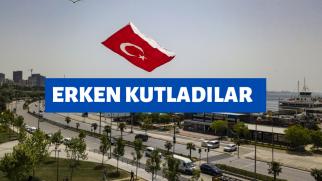 Pendikli gençler 19 Mayıs'ı, dev Türk bayrağı desenli uçurtmayı uçurarak kutladılar