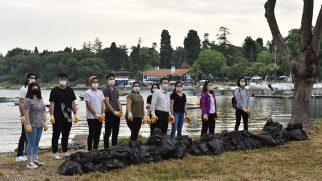 Tuzla Belediye Başkanı Yazıcı, Çevre Gönüllüleri ile Birlikte Sahilden 2 Kamyon Atık Topladı