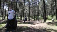 Sultanbeyli'de Sosyal Mesafeli, Maskeli Çevre Temizliği