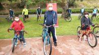 Büyükgöz Çocuklara Bisiklet Hediye Etti