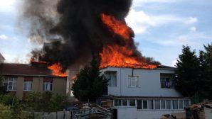 Sultanbeyli'de Yangın! Yan Binaya Sıçradı, Müdahale Sürüyor