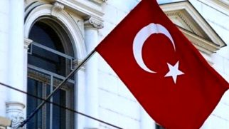 Türk bayrağının yakılmasına sert tepki