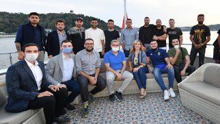 FENERBAHÇE'Lİ FUTBOLCULAR VALİDE SULTAN GEMİSİ' NDE MORAL DEPOLADI