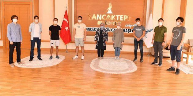 Başkan Döğücü, Üniversite'yi kazanan öğrencileri misafir etti