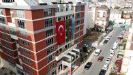PENDİK BELEDİYE BİNASINA DEV AZERBAYCAN BAYRAĞI ASILDI