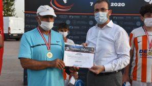 Başkan Ahmet Cin'den pandemi sürecinde zor günler geçiren antrenörlere 300 bin TL destek