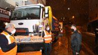 Sultanbeyli'de Belediye Ekipleri Kar Yağışında Görev Başında