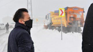 Ana Arterde Mahsur Kalan Araçları Tuzla Belediyesi Ekipleri Kurtardı