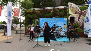 Tuzlalı Gençler Mahallelerde Konser Verdi