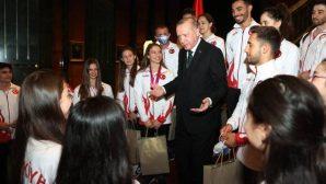 Cumhurbaşkanı Erdoğan, milli sporculara başarı diledi