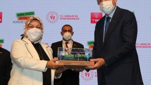 """Cumhurbaşkanı Erdoğan'dan Sancaktepe Belediyesine """"Genç Dostu Şehirler"""" Ödülü"""